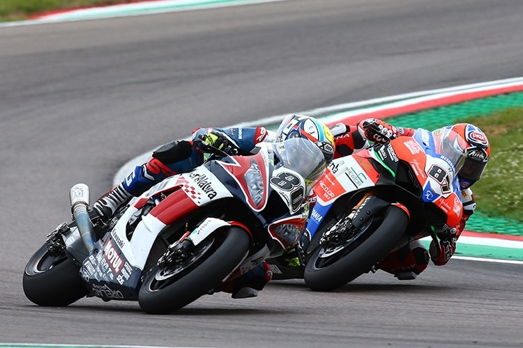 Lorenzo Zanetti (re.) in Imola gegen Hector Barbera