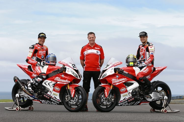 Milwaukee-Boss Shaun Muir (mitte) mit Josh Brookes (li) und Karel Abraham (re)
