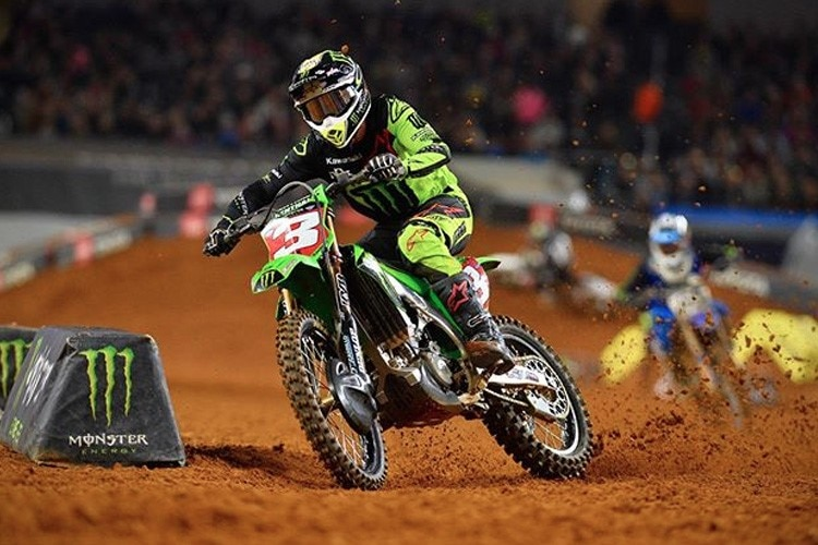 Eli Tomac gewinnt das 'triple crown' Event in Arlington