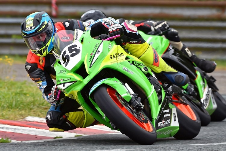 David Datzer mit der IRRC-Superbike-Kawasaki des MTP-Racing Teams