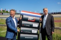 Jan Lammers mit Formel-1-CEO Chase Carey (re.)