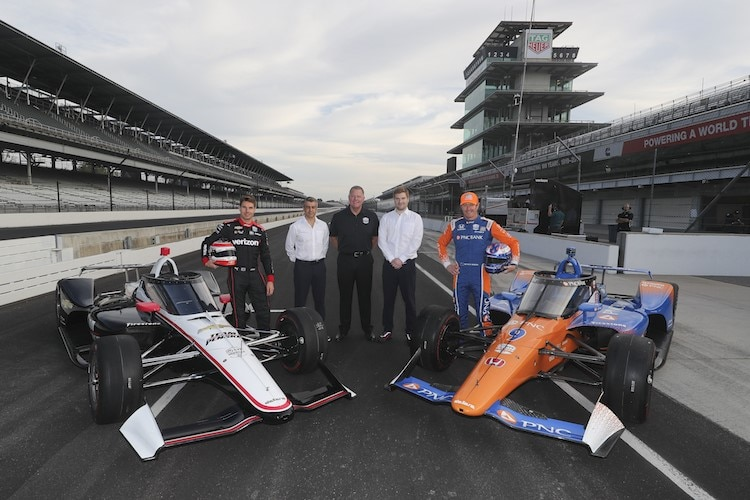 Will Power (links) und Scott Dixon mit ihren IndyCars samt Aeroscreen