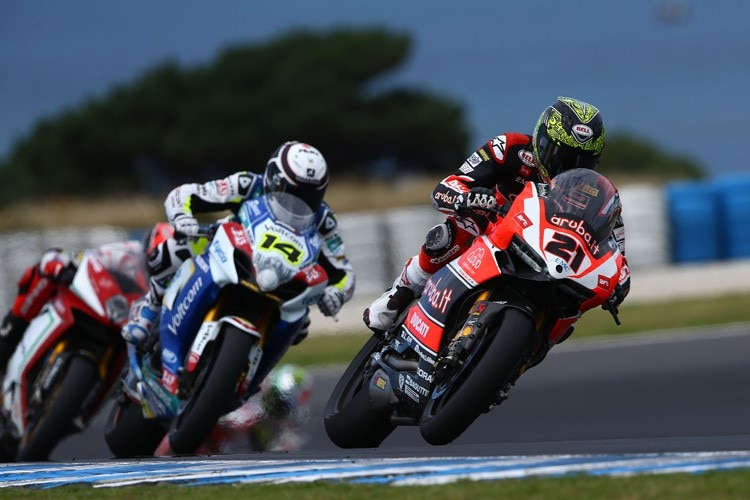 Troy Bayliss vor Randy de Puniet und Leon Camier