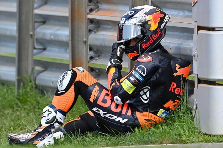 Oliveira est restée assise pendant un certain temps après l'accident à cause de la douleur intense