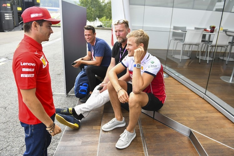 Charles Leclerc (links) mit Marcus Ericsson (rechts)