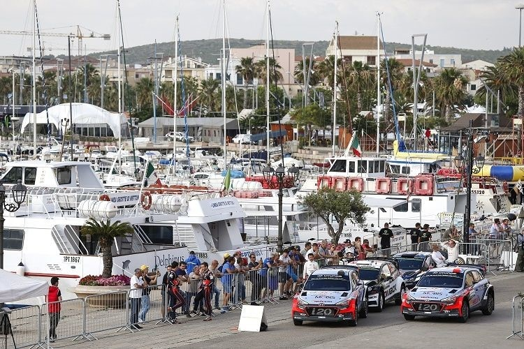 Thierry Neuville vor dem Start in Alghero