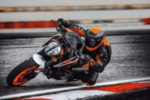 KTM 890 Duke in Action