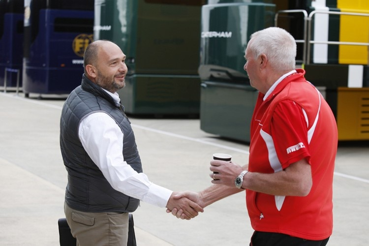 Colin Kolles mit Marussia-Teamchef John Booth
